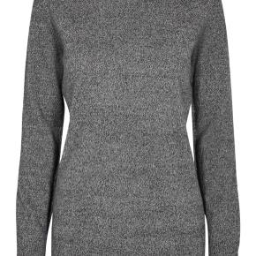 Super lækker sweater fra Day Birger et Mikkelsen. 100% cashmere. Kun prøvet på og aldrig vasket.