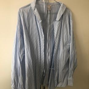 Rigtig fin skjorte med bindebånd fra H&M.