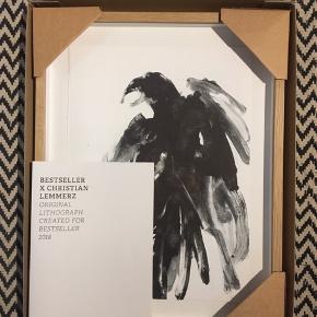 Christian Lemmerz litografi i special edition. Motiv: Ravn. Indrammet i egetræsramme og kommer i original emballage Kan afhentes i Hou ved Odder eller i Aarhus C