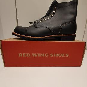 Red Wing 8084 us11.5 euro 45  Ikonisk støvle fra Amerikanske Red Wing, håndlavede støvler i høj kvalitet.  Prisen er fast