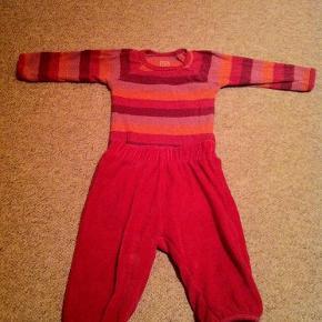 Brand: Ej sikke lej, Mads & Mette Varetype: Body og bluse Farve: Pink,  lilla,  orange  Body fra ESL samt bukser der passer sammen. Kun vasket i neutral. Bodyen har vaskefnuller, mens bukserne er som nye.