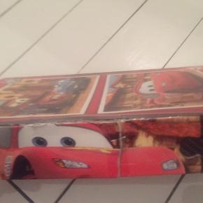 2 forskellige puslespil. Kassen er slidt (se billede 2) men selve puslespillene er i ok stand. 2*20 brikker