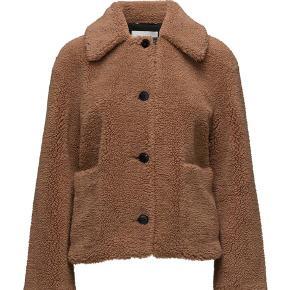 Day Birger et Mikkelsen Brush jakke. Brugt få gange og er i perfekt stand! Dejligste jakke. Byd