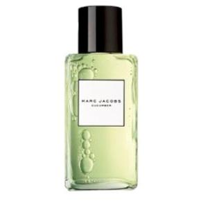 🌸The Marc Jacobs Splash Cucumber is a delectable summer treat with the crisp cool scent of cucumber. This green watery floral fragrance is green and fresh, featuring notes of cucumber, freesia and musk.  🌸NP: 1125kr  🌸 300ml ( ca 200ml tilbage )  📬 Køber betaler for forsendelse 📬