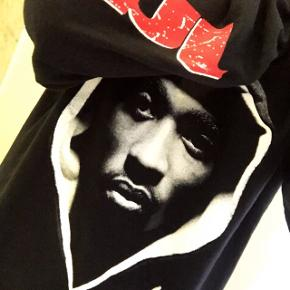 """Tupac """"Juice"""" crewneck str. M.  Næsten som ny. Bytter ikke."""