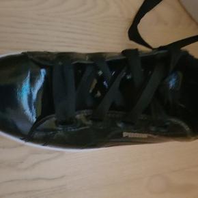 Super fede puma sneakers. Desværre købt for små og brugt sparsomt, så GMB er standen.
