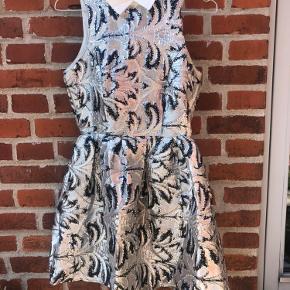 Den fineste kjole fra Lily Allens kollektion for Vero Moda. Aldrig brugt😊