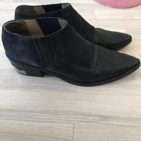 Fede sko fra Toga Pula.