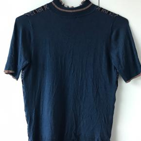 Sød strikket bluse. Mønster for til. Blå bag til.