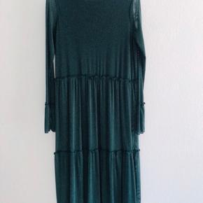 Moves-kjole, aldrig brugt og derfor i perfekt stand :) nypris var 550kr