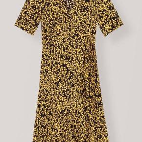 Sælger denne smukke kjole fra Ganni  Prinsen er inkl fragt