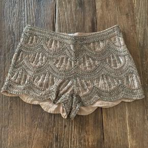 Smukke shorts fra Buch Copenhagen med sten/palietter. Nypris: 1199kr