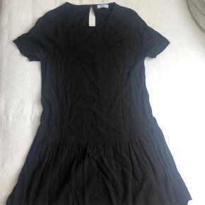 Sort kjole fra Envii, str S. Afhentes i Aarhus