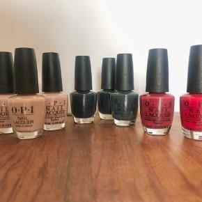 "OPI neglelak: Matte top coat  The thrill of Brazil (rød) Lost in lombard (rød) Sweet Heart (nude/pink) Stop it I'm blushing (nude) Samoan Sand (nude)  Nein nein nein okay fine (mørkegrøn)  Dark side of the mood (mørkegrå/blå) x 2  Essie gel setter   Alle brugt 1-3 gange. På nær ""Samoan Sand"", ""stop it I'm blushing"" og den ene ""Dark side of the mood"" der er brugt flere gange."