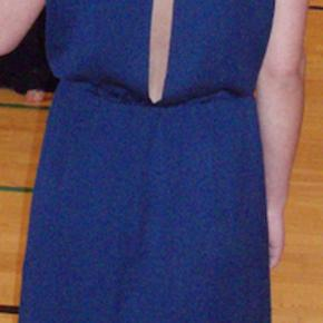 Jeg har kun brugt kjolen en enkelt gang til galla i 2014.