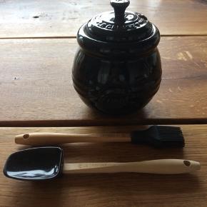 Sort med ske og pensel