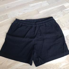 Super fine shorts fra Samsøe Samsøe i store, str L  De erni fin stand, som nye, og ikke brugt særlig meget.