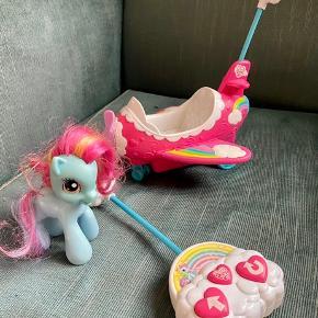 My little pony fjernstyret fly og hest  -fast pris -køb 4 annoncer og den billigste er gratis - kan afhentes på Mimersgade 111. Kbh n - sender gerne hvis du betaler Porto - mødes ikke andre steder - bytter ikke