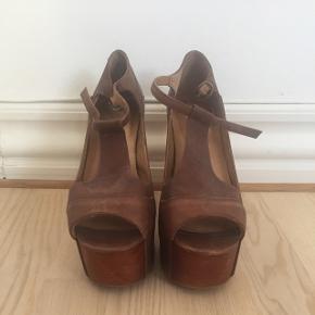 Jeffrey Campbell hæle i brun læder, str 37. Kun brugt få gange. Hæle 12,5 cm.