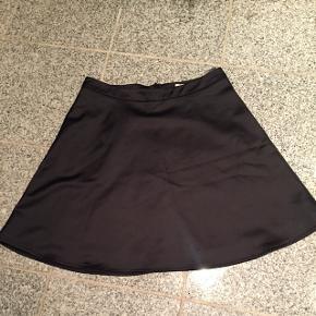 Super flot Pieszak nederdel Nypris 1200 kr Aldrig fået den brugt - købte den i efteråret Bytter ikke