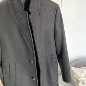 Købt i Zara på Strøget for 1000, men kun brugt 1 gang til et bryllup. Byd gerne