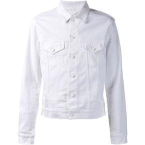 """Den fede """"jam"""" jakke, fra Acne Studios. Vil sige størrelsen svarer til en 34/xs. Fed, med hvide knapper. Den sælges ikke længere, med nypris var 2600."""