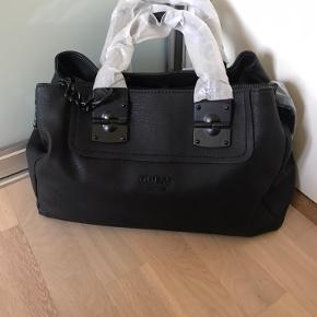 Har en ekstra rem i tasken.