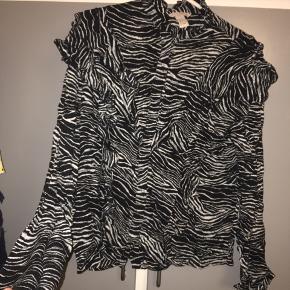 H&m skjorte/bluse  Størrelse 36/s Brugt få gange