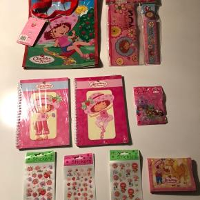 NYT til pakkekalenderen med Jordbær Marie.  Pungen er næsten sim ny. Alt er købt i Luxemborg.