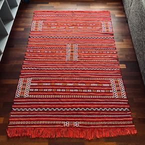 CURRENT HIGHEST BID IS 1400DKK   Stunning Berber Moroccan rug for sale!   I bought this beautiful rug in the town of Imlil, Morocco, on my way back from hiking the Atlas Mountains. Therefore I can guarantee that this rug is a genuine hand woven Berber rug made with sheep's wool. I bought it in 2018, however I can't say for certain when it was produced. 100% unique pattern.   Size is 215x140cm  Collection only, near Nørrebrogade.