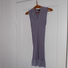 💜 Kjole fra Rosemunde 💜   Passer en str xs som kjole, men kan også bruges som en lang bluse af str. s/m