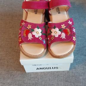Helt nye sandaler fra Angulus. Ny pris 899 kr.  Kig endelig forbi mine andre annoncer.   Kan hentes på Amager eller sendes mod betaling