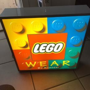 LEGO skilt Fejler intet måler 42,5x42,5x10 cm kom med et bud 😊 ved køb idag spar 500 kr 😊