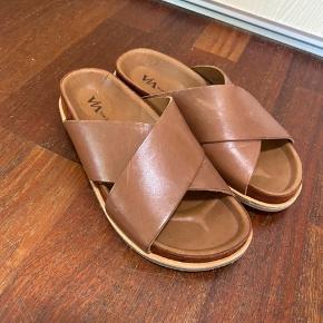 Helt nye og ubrugte via vai sandaler.    Æske følger ikke med.