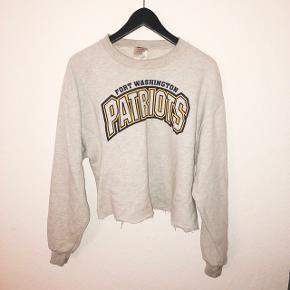 Vintage cropped sweatshirt.  Prisen er esklusiv fragt og jeg sender KUN.