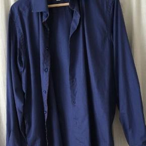 Skjorte, Eton, str. M, Mørk blå, Bommuld, Næsten som ny  Jeg har haft den på 2 gange og den er vasket to gange