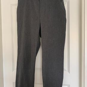 Helt nye bukser str m-30. Kun prøvet på.  Elastik i talje. Passer 36-40. Sendes hvis modtager betaler.