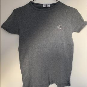 Lækker Calvin Klein trøje med cK logo på brystet