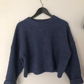 Blå cropped sweater fra H&M  En meget stor small passer også en large oversized