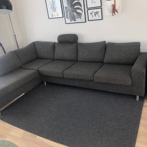 Mørkegrå sofa i meget fin stand. Er åben for bud :-)  3 meter i bredden og 43 cm. i siddehøjden.