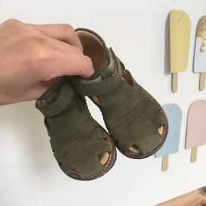 Virkelig fine grønne angulus sandaler str 22. Meget god stand.