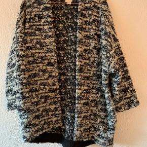Aldrig brugt, kan brugs som en sommer efterårsjakke eller som en trøje