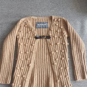 Næsten som ny trøje fra Koin. Kig endelig forbi mine andre annoncer.   Kan hentes på Amager eller sendes mod betaling
