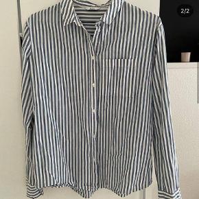 fed skjorte fra envii, meget behagelig