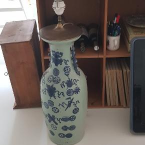 3f8108912622 Antik kinesisk lampe. Ikke et eneste skår. Lampen er 200 år gammel. Prisen