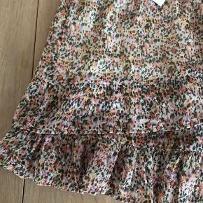 Helt ny nederdel fra Jacqueline de Yong i flot print.   Str. S/36 Elastik i livet og undernederdel.