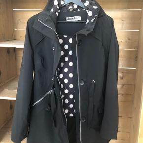 Lækker Danefæ vind og vandtæt forår/efterårs jakke, brugt Max 5 gange