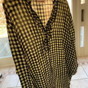 Sød custommade kjole/lang skjorte. Ingen slid