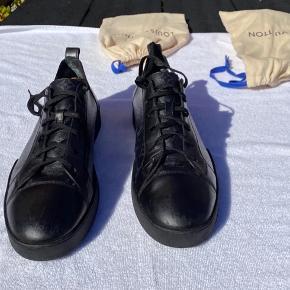 MP: 1800kr. Bin: 3000 (sat højt for bud)  Fitter: (skoen kan også passe til en str.) 44,5 - 45 - 45,5  Jeg har næsten alt OG, undtagen kvittering og sko-æske, da det var for dyrt at sende det med posten.  Send gerne en pb for flere billeder😇