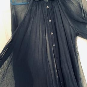 Kanon flot transparent skjorte, falder utroligt flot....😀  Desværre købt for lille....🥺